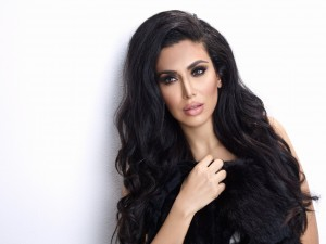 huda-kattan-beauty-cruelty-free-mink-long-false-lashes-opener